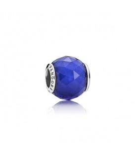 Charm faceteado geométrico azul